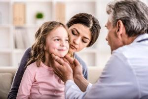 осмотр ребенка эндокринологом